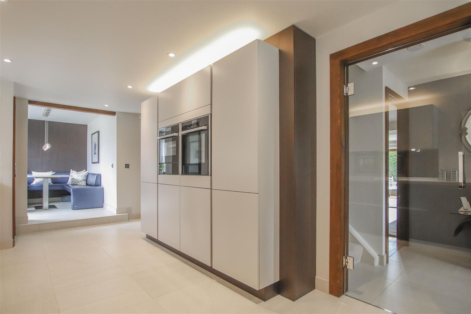 5 Bedroom Semi-detached House For Sale - 10.JPG